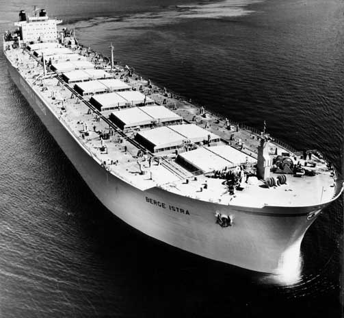 SANK I LØPET AV NOEN FÅ MINUTTER: Supertankeren «Berge Istra» gikk ned 30. desember 1975. En uke etterpå ble leteaksjonen satt igang. Men skipet ble aldri funnet.