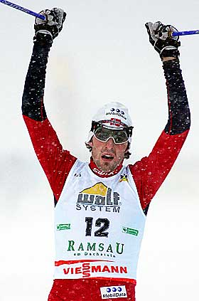 OPP PÅ PALLEN: Magnus Moan gikk et strålende langrenn og ble belønnet med en tredjeplass.