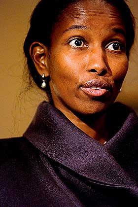 ST�TTER ISLAM-KRITIKKEN: Den nederlandske politikeren Ayan Hirsi Ali mener Jyllands-Postens tegninger av profeten Mohammed er n�dvendige.