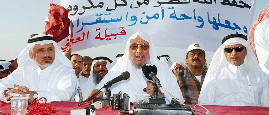 VIL BOIKOTTE DANMARK OG NORGE: Imam Yosuf al-Qardawi (i midten) og hans sammenslutning av muslimske l�rde. Bildet er fra mars 2005.