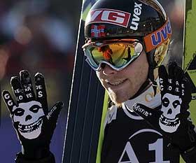 SUVEREN: Bjørn Einar Romøren vant NM 12,6 poeng foran Tommy Ingebrigtsen, som satte ny rekord i Kollen på 136 meter.