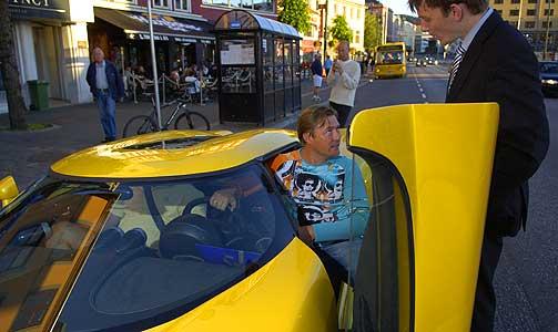 SPORTSBIL-VELDEDIGHET: Chess-million�r Idar Vollvik ga bort sin knallgule Koenigsegg CCR til Plan Norge.
