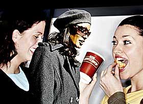 Byvandring:  Skuespilleren er glad i � rusle gjennom gatene p� Gr�nerl�kka i Oslo.