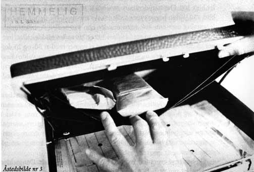 PENGEBEVISET: Politiet fant disse dollarbunkene i Treholts attach�koffert i leiligheten hans i 1983. Fotografiene er fortsatt hemmeligstemplet, men ble offentliggjort av Treholts gamle advokat Arne Haugestad. Han mener politiet har tuklet med dette beviset, og tror ikke det var plass til s� mange dollarsedler av lav val�r i konvoluttene som politiet hevdet.