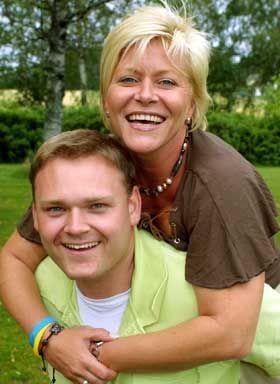 LEKER GODT SAMMEN:Frp-formann Siv Jensen og ungdomsparti-leder Trond Birkedal kommer godt overens.