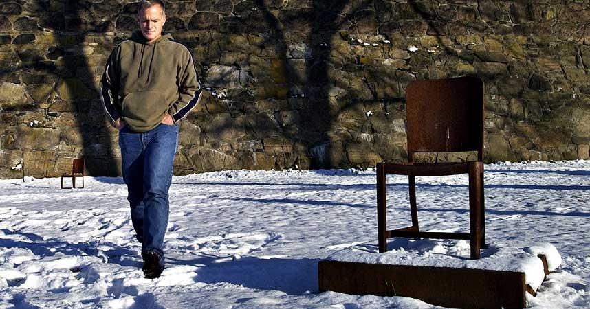 OMSTRIDT:  Den kontroversielle jødiske forfatteren Norman G. Finkelstein ved holocaust-monumentet på Vippetangen under et norgesbesøk i 2004.