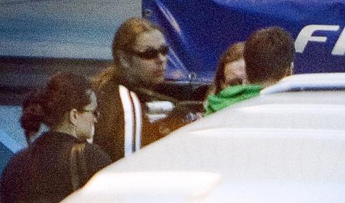 En mann med solbriller.