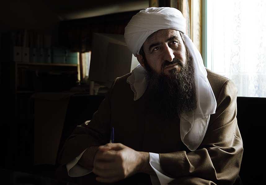 KAN DRA UT: Mullah Krekar sier han gjerne vil reise tilbake til Nord-Irak for � drive krig mot amerikanske soldater der. Arbeids- og integreringsminister Bjarne H�kon Hanssen vil gjerne gi mullaen godkjente reisedokumenter.