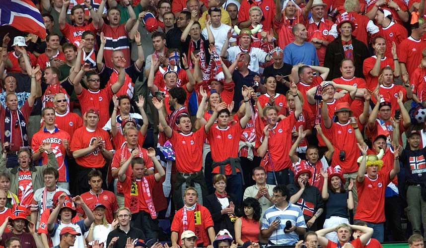 FOLKEFEST: B�de Fremskrittspartiet og Arbeiderpartiet ser for seg en folkefest hvis Norge og Sverige klarer � arrangere et fotball-EM i fellesskap.