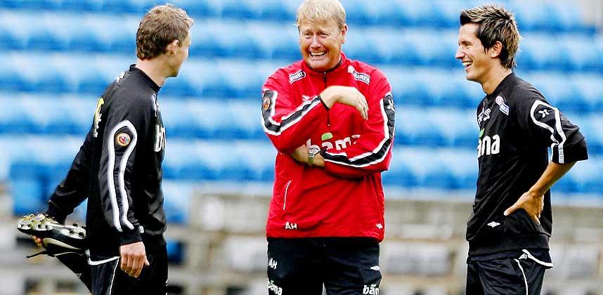 �GILDO I AKSJON: Trener �gildo sammen med Ole Gunnezo (t.v) og Morten Gico.