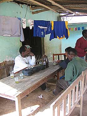 FEIRET JOMFRU MARIA: 70 familier bor i Toca�a. Barna m� sendes bort for � g� p� skole.