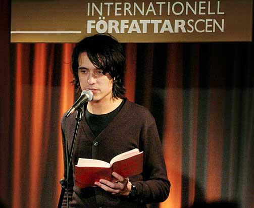 BLIR FILMET: Jonas Hassen Khemiri debutroman «Et øye rødt».
