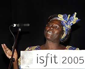 GJEST I FJOR: Fredsprisvinner Wangari Mathaai var den mest prominente taleren under ISFiT 2005.