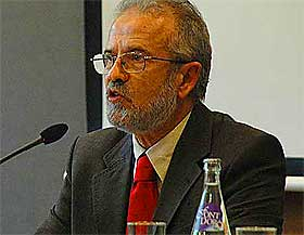 M� GODTA KVINNELIGE IMAMER: Det mener Dr. Mansur Abdussalam Escudero, president for den spanske f�derasjonen av islamske religi�se organisasjoner.
