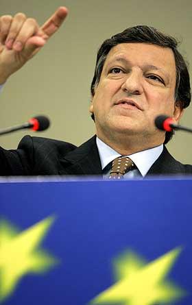 LEDER AV EU-KOMMISJONEN Jose Manuel Barosso krever at medlemslandene følger opp egne forpliktelser og setter hardt mot hardt.