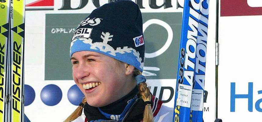 TIL TOPPS: H�ybr�ten og Stovners Solfrid Braathen spurtslo B�kkelagets Siri Halle. Dermed gikk hennes lag seirene ut av Oslo-duellen.