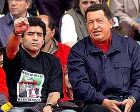 KJENDISST�TTESPILLER: Maradona og Chavez protesterer sammen i 2005 mot planene om � opprette  frihandelsomr�de i Amerika.