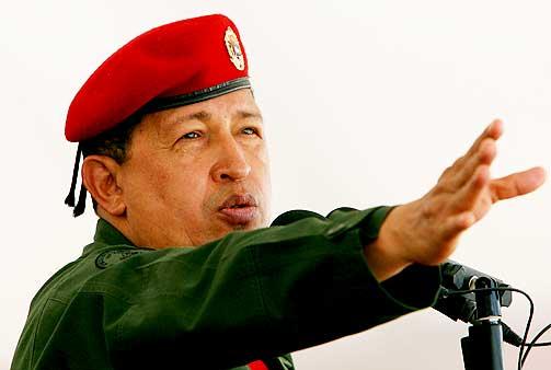 POLARISERT SITUASJON: Chavister og opposisjonelle st�ter sammen i Venezuela. De er uenige om Chavez er redningen eller katastrofen for Venezuela. Ogs� i Norge er meningene delte om den presidenten.