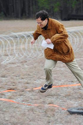 JOURNALIST PÅ FLUKT: Denne Reuters-journalisten løp alt han kunne for å komme unna, etter å ha fått føle varmestrålen på huden.