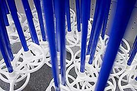 BLÅTT: Blått er en abstrakt fargebetegnelse, løsrevet fra konkrete brukssammenhenger. Slike fargebetegnelser er av nyere dato, og verken gresk eller latin har et alminnelig uttrykk for blått.