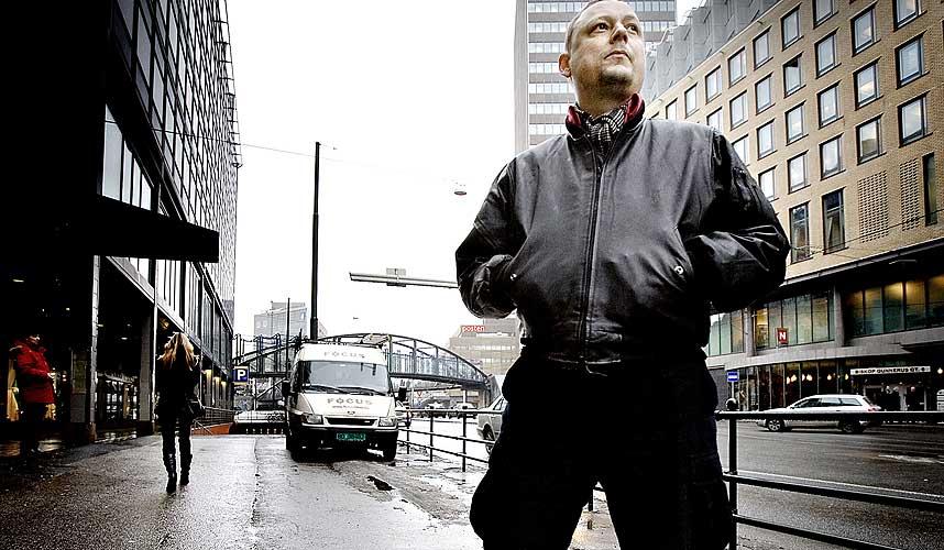 BLAFF: Alle l�tskrivere har sine kjepphester. Michael Krohn sier kj�rlighet, d�d, framtidsangst og sm� blaff av lykke, er hans gjentakende temaer - de er ogs� tydelige p� hans nye plate med Easy Riders: �Oslo City Blues�.