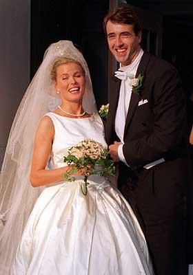 Lykke:  Blir fru Olaf Thommessen i Katarinakyrkan i Stockholm i 1996.