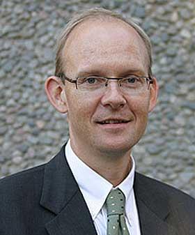 STORE NEGATIVE KONSEKVENSER: Statssekretær Geir Axelsen mener Frps forslag om reduserte skatter på norsk sokkel ville ha gitt staten et skattetap på mange, mange hundre milliarder kroner.