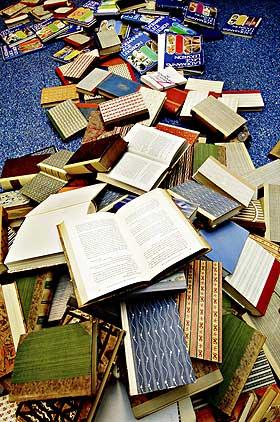 PÅ VEI UT: Den tradisjonelle papirboka taper terreng i Japan. Men etablerte forfattere syns ikke at mobilbøker er skikkelig leitteratur.
