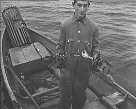 DAGLIGLIV, DERIMOT: Et yndet tema i nazistenes propagandafilmer var hvor godt det gikk i Norge. Arbeidsliv var bare glede og denne hummerfiskende  mannen nyter det visst.