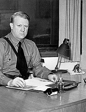 OVERTOK MAKTA: Men Vidkun Quisling var ingen gjennomgangsfigur mens nazistene kontrollerte Filmavisen. Til det var han for upopul�r.