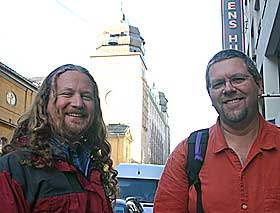 EFFEKTVETERANER: Greg Downing fra Sony Imageworks og bransjeveteran Eric Hanson er i Oslo for å lære norske filmfolk om spesialeffekter i film og fototeknikker.