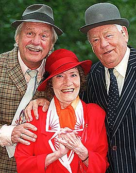 OLSENBANDEN: Arve Opsahls mest kjente rolle var som Egon Olsen (til h�yre) i Olsenbanden. Her sammen med Sverre Holm og Aud Sch�nemann, begge avd�de.