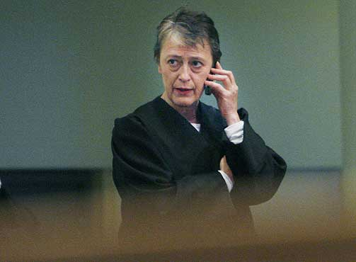 VURDERER REAKSJONER: Advokat Berit Reiss-Andersen reagerer p� identifiseringen av hennes klient.