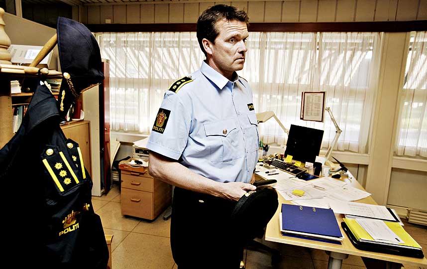 STÅR UTEN SPOR: Lensmann Øyvind Aas i Nedre Eiker innser at hans medarbeidere og Kripos kan få store vanskeligheter med å finne ut hva som har skjedd med den savnede firebarnsmoren i Mjøndalen.