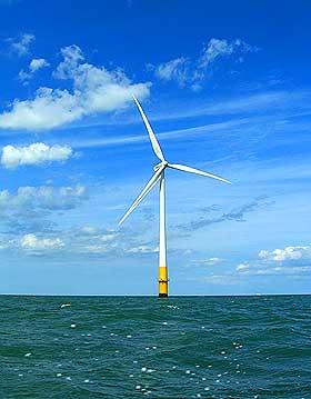 GRUNT: I dag finnes det en del vindmøller i grunnere farvann enn 30 meter, blant annet i Danmark. Men virkelig effekt blir det ikke før vi installerer store parker flere mil ute i havet.