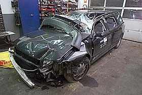 FOR 7 �R SIDEN: I 2000 kolliderte Daniel Berg Hestad med en stillest�ende gravemaskin, slik at bilen ble seende slik ut.