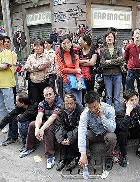 BLE URO: Sammenstøt mellom kinesiske immigranter og italiensk opprørspoliti i Milano i april i år, førte til demonstrasjoner og protester blant immigrantene.