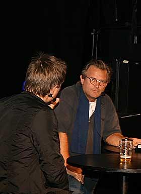 OPPTATT AV SITUASJONER: Bent Hamer intervjues av Kjetil Lismoen p� Bl�tt Lerret.