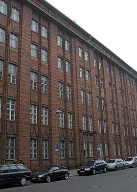 FORLATT AV DEUTSCHE TELECOM: I et gigantisk kontor- og fabrikkanlegg planlegges framtida for fildelere verden over.