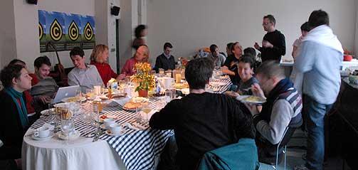 FROKOST: Konferansen «Oil of the 21. Century» samlet fildelere, aktivister og kunstnere i Berlin. Denne gruppen distribuerer mer film, tv-serier og musikk enn hele den etablerte bransjen til sammen.