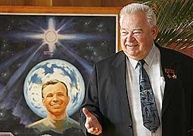 F�RSTE MENNESKE I VERDENSROMMET: Kosmonauten Jurij Gagarin ble sovjetisk folkehelt.