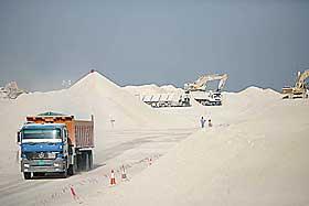 IKKE AKKURAT SUNNDALSØRA: Men flere av de ansatte tar med seg familiene sine og flytter til Qatar i byggeprosessen.