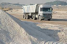 FERDIG i 2010: Rundt 10 000 arbeidere skal sørge for at produksjonen er i gang i løpet av 2010.