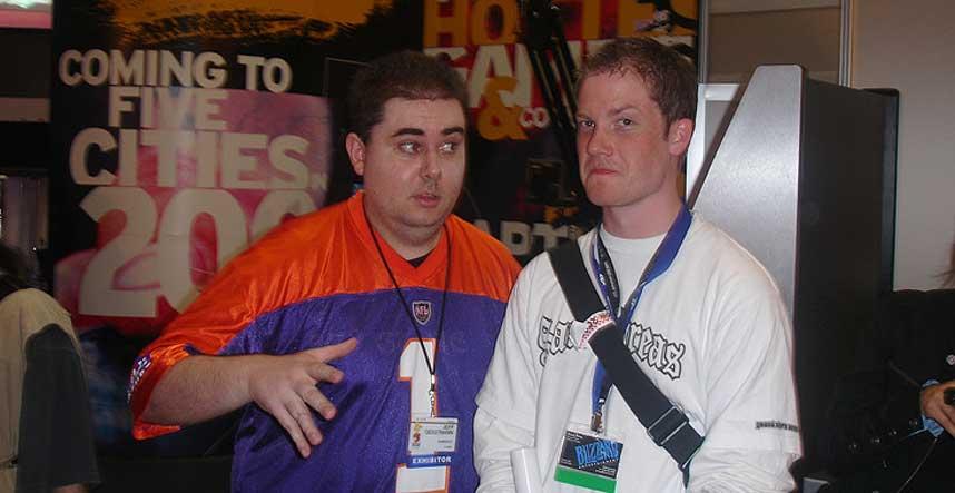 FIKK SPARKEN: GameSpots mange�rige medarbeider Jeff Gerstmann (til venstre) fikk nylig sparken fra den popul�re spillsiden. N� g�r sterke rykter om at dette skjedde p� bakgrunn av en kritisk spillanmeldelse. Her er Gerstmann avbildet med Dagbladets spillanmelder Stefan Ogden under spillmessen E3 i Los Angeles.