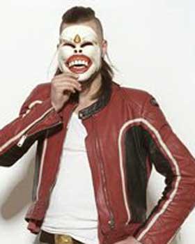 NY DAGSORDEN: J�rgen Munkeby bak Shining-maska.