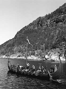 EKSPANSIV PERIODE: Vikingtidens sj�farere kom seg langt avg�rde, b�de nedover de russiske elvene og til Island, Gr�nland og Amerika. Vikingskipene ga dem et s�rlig konkurransefortrinn.