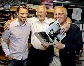 HOPPSJEFEN OG HOPP-ARNE X 2: Hoppsjef Clas Brede Br�then, hoppjournalistlegende Arne Thoresen og hoppkommentatorlegende Arne Scheie.