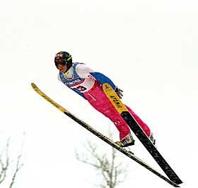 GULLSJOKKET: - Hoppet var 17 meter over bakkens kritiske punkt, og er i ettertid sammenlignet med Bob Beamons lengdehopp p� 8,90 meter i Mexico-OL i 1968, sier Arne Thoresen om Tommy Ingebrigtsens VM-gull i 1995.