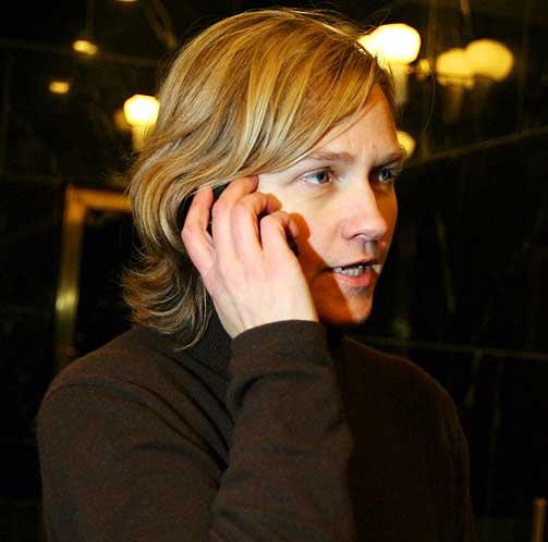 VURDERER RUTINENE: -Det er alltid en avveining mellom �penhet og sikkerhet, sier kommunikasjonsr�dgiver Kristin Melsom i Utenriksdepartementet