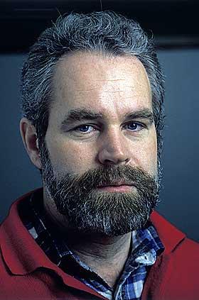 JOBBET I SFT: Sverre R�ed-Larsen forteller i filmen at norske myndigheter fikk tall fra USA over skader ved skating. Tallene var h�ye.